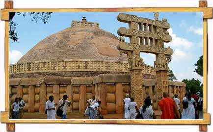 Tourists At The Famous Sanchi Stupa