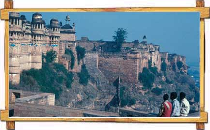 Teenagers Engulfed at a Breathtaking Sight of Gwalior Fort