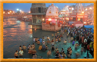 Devotees Perform Bathing Rituals in Ganga at Haridwar