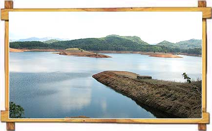 Idukki Dam near Idukki Wildlife Sanctuary