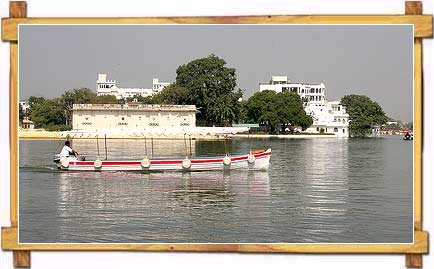 Boat Cruise on Lake Pichola , Udaipur
