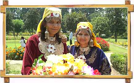 Woman Kashmiri Dress Mugal Garden
